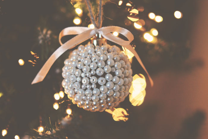 DIY: 8 x Christmas Ornaments - Vintage Newspaper, Fake Temporary Tattoos, Pearls, Subtile Snow, Glitters, Petals, Let It Snow & Mirror Stones